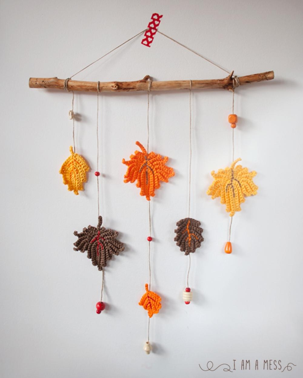 Cómo hacer paso a paso un móvil de decoración con hojas de ganchillo