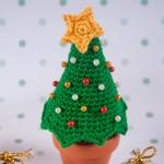 "Christmas tree pincushion by ""I am a Mess"""
