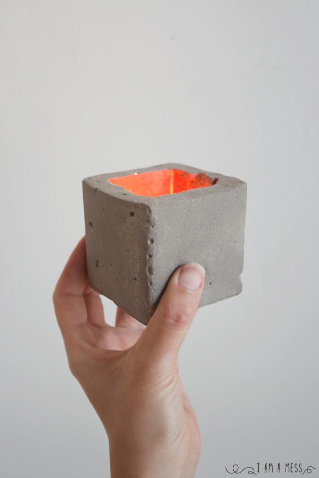 """Porta velas de cemento en """"I am a Mess"""""""